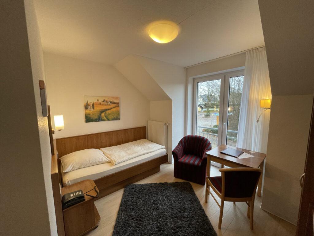 einzelzimmer-balkon-hotel-lingemann-osnabrueck-wallenhorst